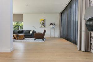 Warme eikenhouten plankenvloer in bijzondere woning